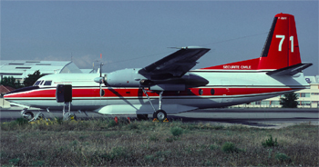 #251 - En service de 1990 à 2004. Converti en bombardier d'eau par Conair. Réservoir ventral d'une capacité de 6 365 litres en huit compartiments en largage modulable. Le remplissage des soutes s'effectue au sol. Photographie Bertrand LEDUC - 1990