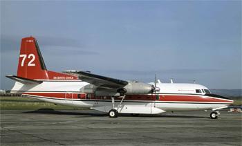 #260 - En service de 1990 à 2004. Converti en bombardier d'eau par Conair. Réservoir ventral d'une capacité de 6 365 litres en huit compartiments en largage modulable. Le remplissage des soutes s'effectue au sol. Photographie Malcolm NASON - 1994