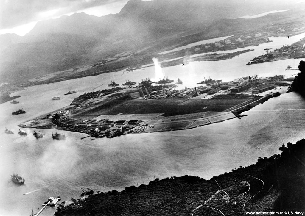 Attaque aérienne japonaise de Pearl Harbor le 7 décembre 1941