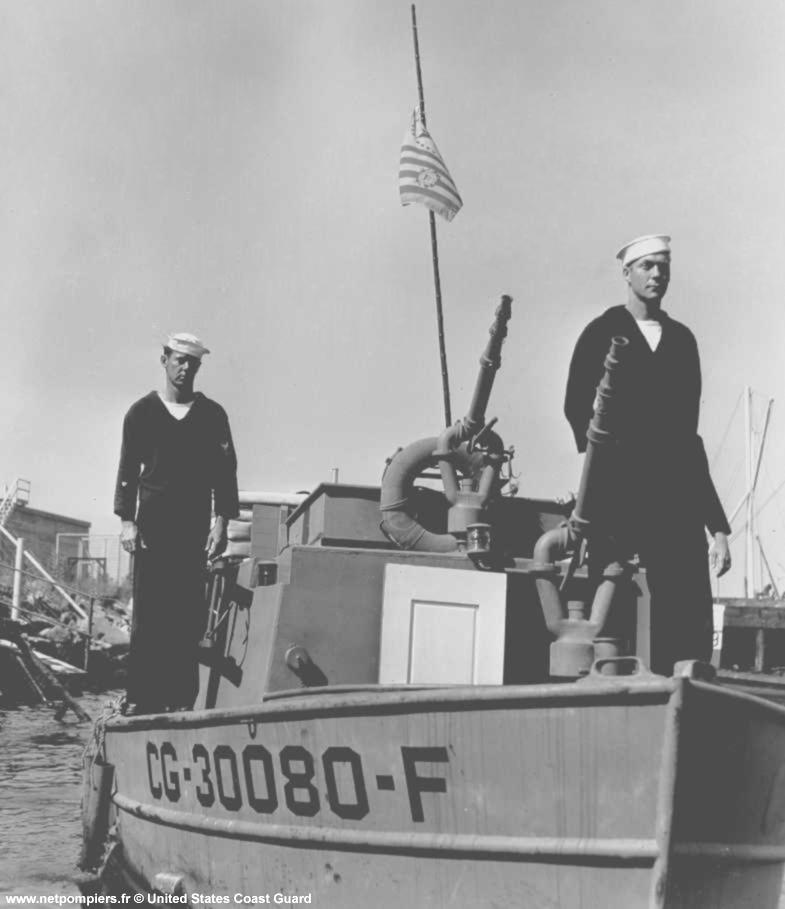 Bateau-pompe de 30 pieds (environ 9 mètres) des gardes-côtes américains