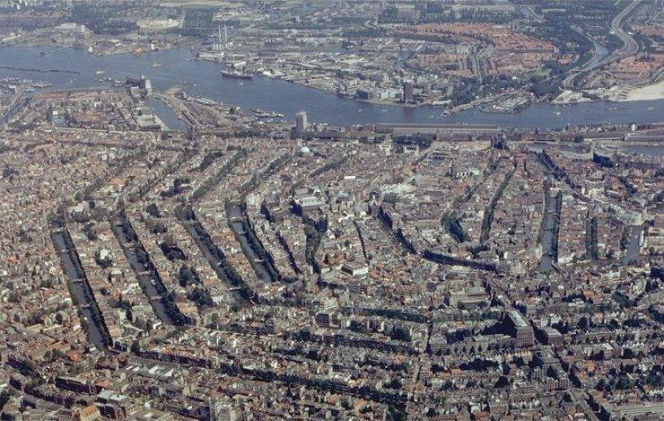 La vieille ville et les canaux d'Amsterdam.