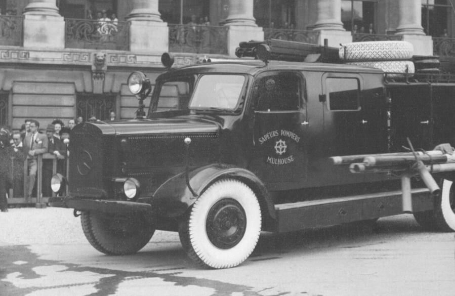 Fourgon-pompe Mercedes des sapeurs-pompiers de Mulhouse. Châssis Mercedes L4500. Dotation de l'occupant allemand durant la Seconde guerre mondiale.