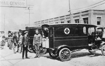 Service de repas assuré par la Croix-Rouge américaine