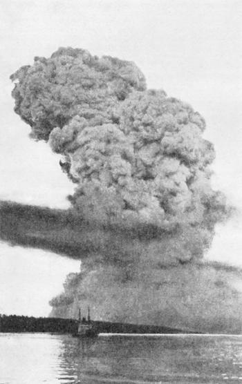 Explosion de Halifax: nuage peu après l'explosion.