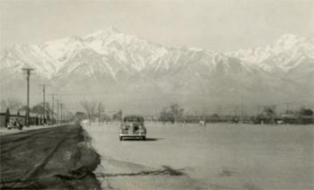 <h2>Camp de Manzanar. Vue de l'allée coupe-feu nord</h2>