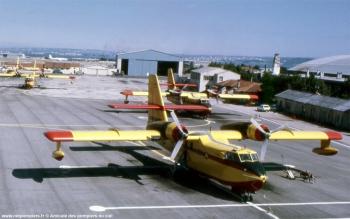 <h2>Avion bombardier d'eau Canadair CL-215 Pélican 19</h2>