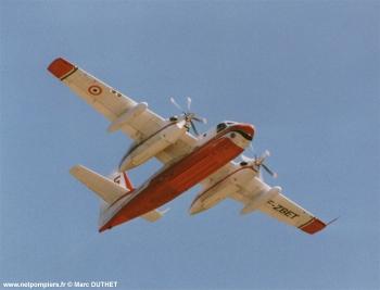 #118 - Construit en 1959 et après une carrière dans la marine embarquée américaine sera mis en service à la Sécurité civile française en juillet 1987. Il sera remotorisé en 1989 Photographie Marc DUTHET - 1999