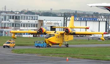 <h2>Avion bombardier d'eau Canadair CL-215 Pélican 23</h2>