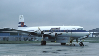 #28 - Construit en 1955 et transformé en bombardier d'eau par SIS-Q Flying Service en 1977. Mis en service en mai 1982 au sein de la Sécurité civile sous l'immatriculation F-ZBBU. Il se crashera en 1986 dans le massif des Pyrénées en présentation largage Photographie Johan LJUNGDAHL - 1986