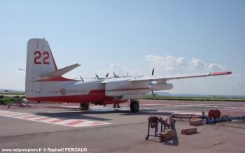 #73 - Construit en 1958 et après une carrière dans la marine embarquée américaine sera mis en service à la Sécurité civile française en juin 1987. Il sera remotorisé en 1993 en prenant l'indicatif T22 (son indicatif initial était T14) Photographie Raphaël PERICAUD - 2010