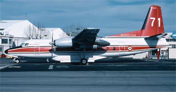 #261 - En service de 1990 à 2004. Converti en bombardier d'eau par Conair. Réservoir ventral d'une capacité de 6 365 litres en huit compartiments en largage modulable. Le remplissage des soutes s'effectue au sol. Photographie Bertrand LEDUC - 1995