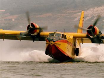 Canadair CL-215 en écopage