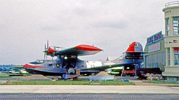 <h2>Avion bombardier d'eau Canso PBY-5A Pélican blanc</h2>