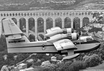<h2>Avion bombardier d'eau Canadair CL-215</h2>