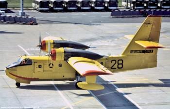 <h2>Avion bombardier d'eau Canadair CL-215 Pélican 28</h2>