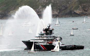 #116 - Construit en 2005. 32.50 mètres de long. Assure la sécurité du rail d'Ouessant. Deux canons incendie à eau d'un débit de 2 400 m3/h chacun. Un canon à mousse d'un débit de 600 m3/h. Deux bateaux de secours Moboats Springer à hydrojets pouvant accueillir 18 rescapés Photographie Arnaud - 2012