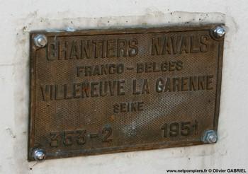 #59 - Mis en service en 1952. Son nom est celui d'un officier des sapeurs-pompiers de Bordeaux mort au feu en 1845. 21,10 mètres de long sur 4,75 de large. Déplacement de 85 tonnes. Deux moteurs de  250 CV. Vitesse de 12 nœuds. Deux pompes de 1 000 m3/h à 6 bar en parallèle et 546 m3/h à 12 bar en série. 4 lances Monitor dont une sur tourelle repliable. Retiré du service en Octobre 2005 Photographie Olivier GABRIEL - 2009
