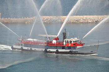 Le bateau-pompe Lacydon, armé par le Bataillon de marins-pompiers de Marseille