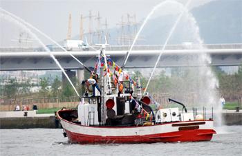 Le bateau-pompe Commandant Filleau des sapeurs-pompiers de Bordeaux
