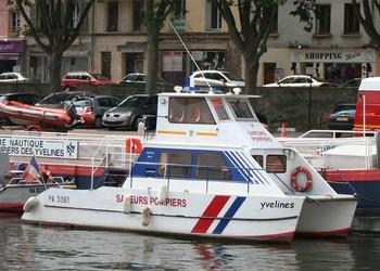 <h2>Bateau polyvalent de secours/assistance BRSR - Conflans-Sainte-Honorine - France</h2>