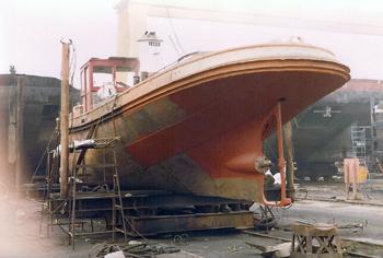 Le remorqueur Standard 1 en cale sèche devient le bateau-pompe Lieutenant Gillet