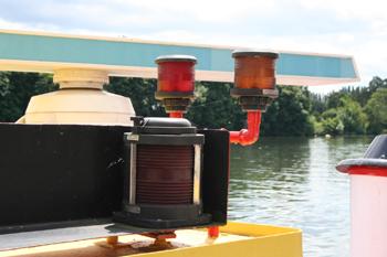 #482 - Bateau-pompe Lieutenant Gillet, Long de 15.5 mètres. Capacité hydraulique de 4 000 l/min. Mis en service en 1982. Une partie des éléments de signalisation lumineuse. Photographie  - 2010