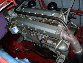 #486 - Bateau-pompe Lieutenant Gillet, Long de 15.5 mètres. Capacité hydraulique de 4 000 l/min. Mis en service en 1982. Un des moteurs Baudouin d'entrainement des pompes incendie. Photographie  - 2006