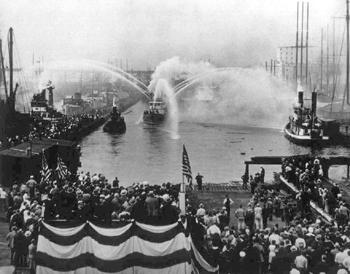 #387 - Lancement du bateau-pompe en 1931. En service jusqu'en 1994.  Conservé aujourd'hui par Save Our Ships New York. Photographie Save Our Ships New York - 1931