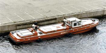 #409 - Bateau-pompe en service à Amsterdam de 1983 à 2017. Long de 19.5 mètres. Capacité hydraulique de 16 000 l/min. Photographie Amsterdam City Archives - 1988