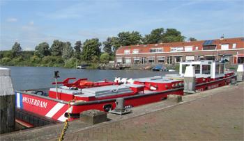 #405 - Bateau-pompe en service à Amsterdam de 1983 à 2017. Long de 19.5 mètres. Capacité hydraulique de 16 000 l/min. Photographie Jvhertum - 2010