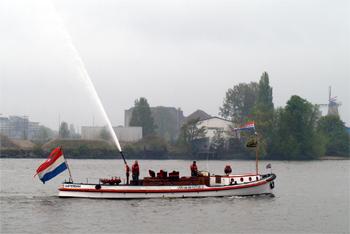 #417 - Bateau-pompe en service à Amsterdam de 1930 à 1983. Long de 17 mètres. Capacité hydraulique de 6 000 l/min. Photographie Stephan KUTSCH - 2010