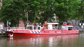 #423 - Bateau-pompe en service à Amsterdam de 1983 à 2017. Long de 19.5 mètres. Capacité hydraulique de 16 000 l/min. Photographie Peter DE KOCK - 2012