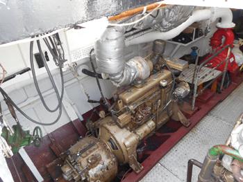 #431 - Bateau-pompe en service à Amsterdam de 1930 à 1983. Long de 17 mètres. Capacité hydraulique de 6 000 l/min. Un des deux moteurs de propulsion Daf attelé à une des deux pompes (en rouge). Photographie Jan van der Heyde - 2018