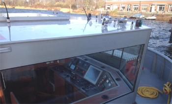 #433 - Bateau-pompe service à Amsterdam mis en service en 2017. Long de 17.6 mètres. Capacité hydraulique de 28 000 l/min. Vue du poste de pilotage. Photographie Jan van der Heyde - 2017