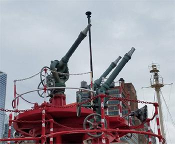 #367 - Bateau-pompe en service à New York de 1931 à 1994. Conservé aujourd'hui par Save Our Ships New York. Vue des lances-canons situées sur la tourelle du pont arrière. Photographie Save Our Ships New York - 2020