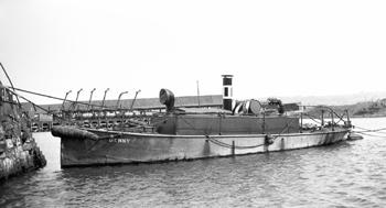 #511 - Remorqueur transformé en bateau-pompe et en service du début de la Seconde guerre mondiale jusqu'en 1955. Long de près de 12 mètres, capacité hydraulique probablement de 2 300 l/min. Photographie Malcolm CRANFIELD - 1928