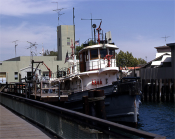 #300 - Ancien remorqueur portuaire de la Marine américaine Hoga. En service à Oakland de 1948 à 1996. Photographie Rick HORNE - 1972