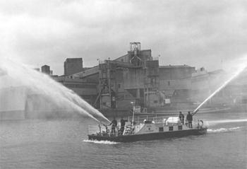 #527 - En service de 1968 à 1980. Long de près de 14 mètres. Capacité hydraulique de 9 100 l/min. Photographie Bristol Archives: 40826/DOC/70  - 1970