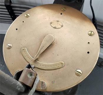#388 - Bateau-pompe en service à New York de 1931 à 1994. Conservé aujourd'hui par Save Our Ships New York. Vue du compas situé dans le poste de pilotage. Photographie Save Our Ships New York - 2020