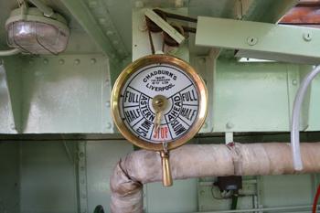 #531 - En service à Bristol de 1934 à 1973. Long de 17 mètres, capacité hydraulique de 5 000 l/min. Le télégraphe situé en chambre des machines. Il répète les ordres de marche reçus depuis un autre télégraphe situé près de la barre. Photographie Dan POPE - 2014