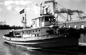 #311 - Ancien remorqueur portuaire de la Marine américaine Hoga. En service à Oakland de 1948 à 1996. Photographie James P. DELGADO - 1988