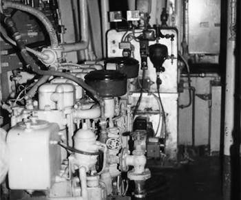 #315 - Ancien remorqueur portuaire de la Marine américaine Hoga. En service à Oakland de 1948 à 1996.  Photographie James P. DELGADO - 1988