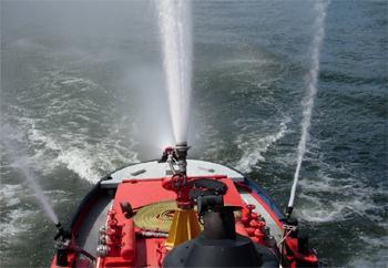 #472 - Long de 15.5 mètres. Capacité hydraulique de 4 000 l/min. Mis en service en 1982. Photographie Xavier WATTIAU - 2006