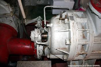 #64 - Mis en service en 1952. Son nom est celui d'un officier des sapeurs-pompiers de Bordeaux mort au feu en 1845. 21,10 mètres de long sur 4,75 de large. Déplacement de 85 tonnes. Deux moteurs de  250 CV. Vitesse de 12 nœuds. Deux pompes de 1 000 m3/h à 6 bar en parallèle et 546 m3/h à 12 bar en série. 4 lances Monitor dont une sur tourelle repliable. Retiré du service en Octobre 2005 Photographie Olivier GABRIEL - 2009