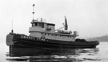 #271 - Remorqueur de l'US Navy de 1941 à 1948 puis bateau-pompe du port d'Oakland de 1948 à 1993. Exposé aujourd'hui à l'Arkansas Inland Maritime Museum à North Little Rock (US, Arkansas). Photographie US National Archives - 1941