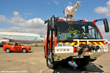 Véhicule pour interventions aéroportuaires, Service de sauvetage et de lutte contre l'incendie des aéronefs, Seine-Saint-Denis (93)