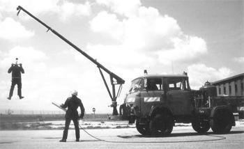 Véhicule pour interventions aéroportuaires, Armée de l'air, Bouches-du-Rhône (13)