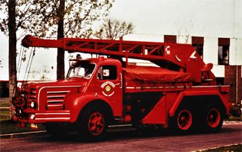 #10801 Camion-grue Magirus, châssis Berliet, Sapeurs-pompiers, Yvelines (78). Photographie Alain MUGICA - 1989