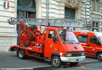 Echelle sur porteur motorisée, Sapeurs-pompiers de Paris,  ()