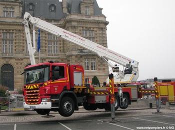 <h2>Camion bras élévateur articulé - Versailles - Yvelines (78)</h2>